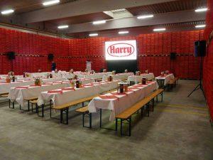 Eine Gain 26 Hellraumleinwand ermöglichte bei der Betriebsratssitzung der Firma Harry Brot in Schenefeld eine kontrasstarke gut lesbare Projektion. Plasma Monitor Verleih Ton Beamer leihen Kiel, Projektor mieten