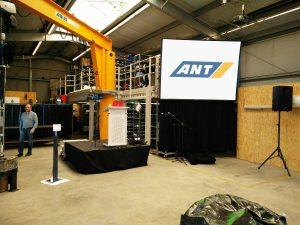 Gain 26 Hellraumleinwand inkl. Podest, Rednerpult, Audioanlage für eine Hausmesse der ANT AG in Lübeck Projektor ausleihen Beamer ausleihen Kiel